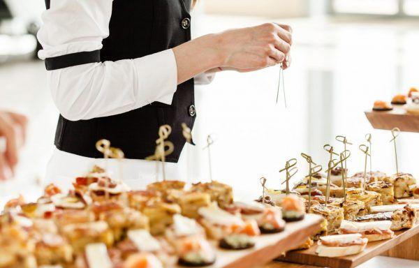 Aprovisionamiento y montaje para servicios de catering (90h)