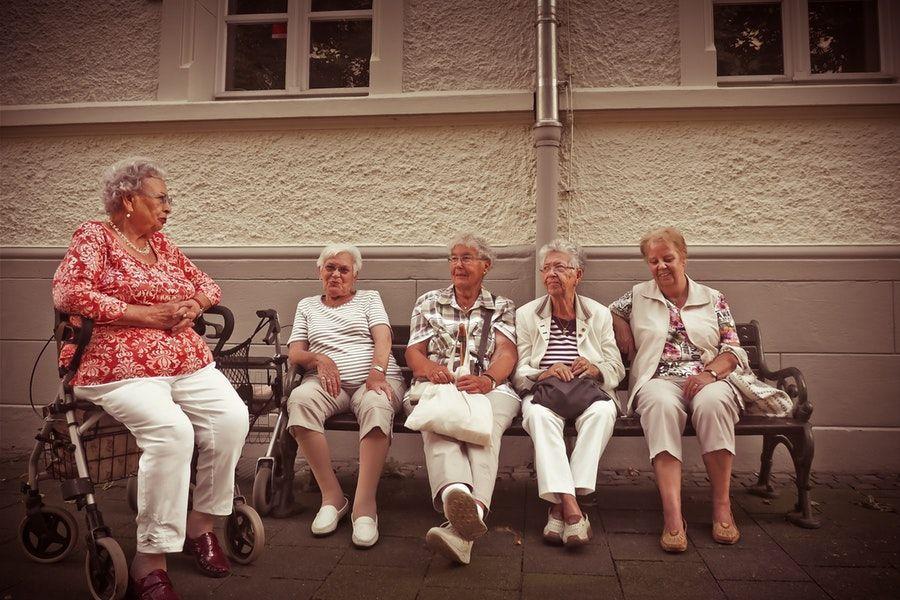 Imagen personas en la atención sociosanitaria es profesión de futuro