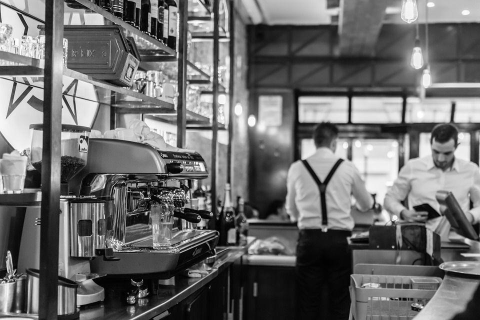 camarero profesional de bar y restaurante