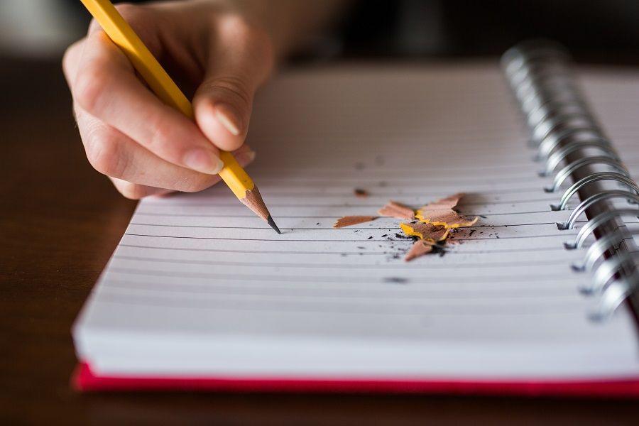 Foto escribiendo cómo estudiar sin esfuerzo